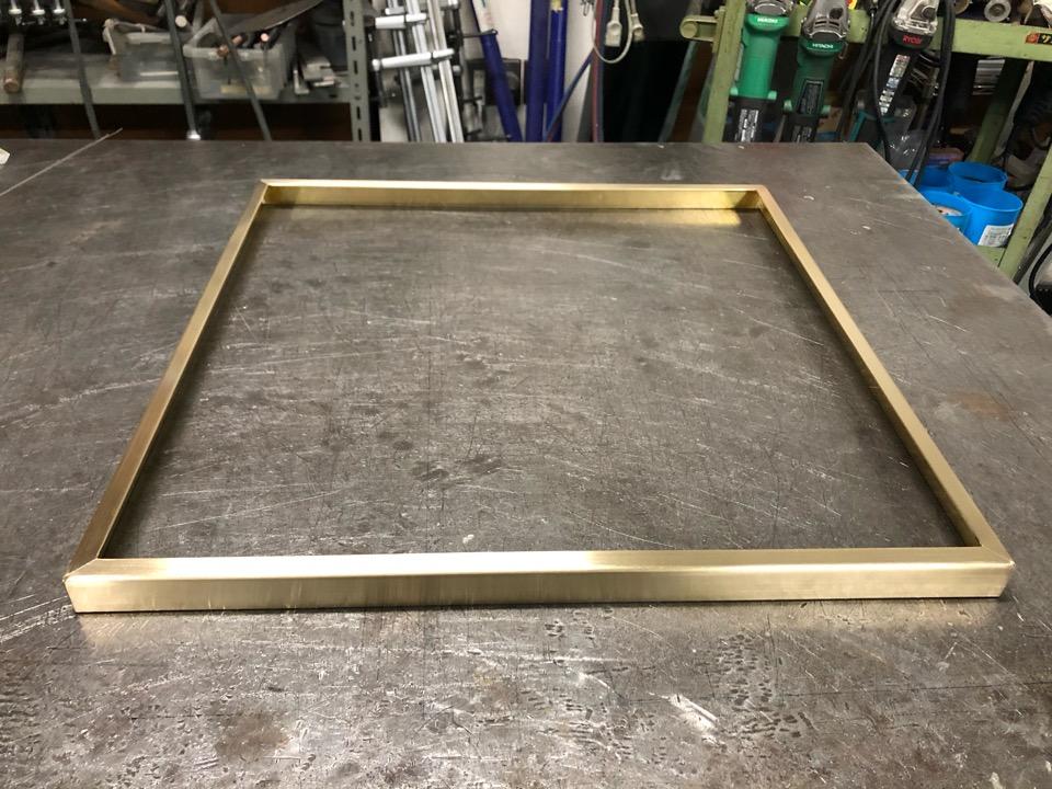 真鍮 テーブル用コーナーガード製作
